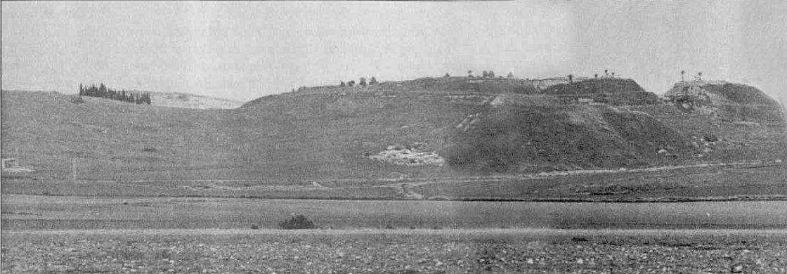 Illés próféta életének valószínűleg a legkiemelkedőbb eseménye, amikor a Karmel-hegyen szembekerül Baal papjaival.  A Karmel vonulatának egy részét láthatjuk itt, Haifától keletre