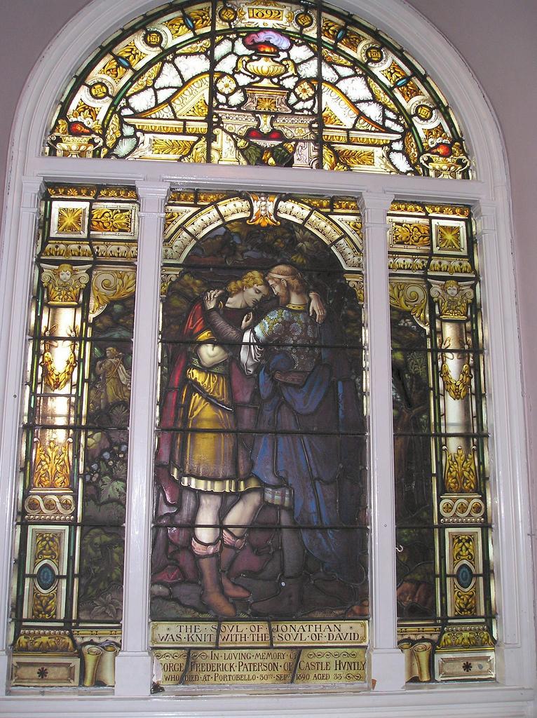 Dávid és Jonatán – egy 1882-ben készült üvegablak egy skót kápolnában Edinburghban