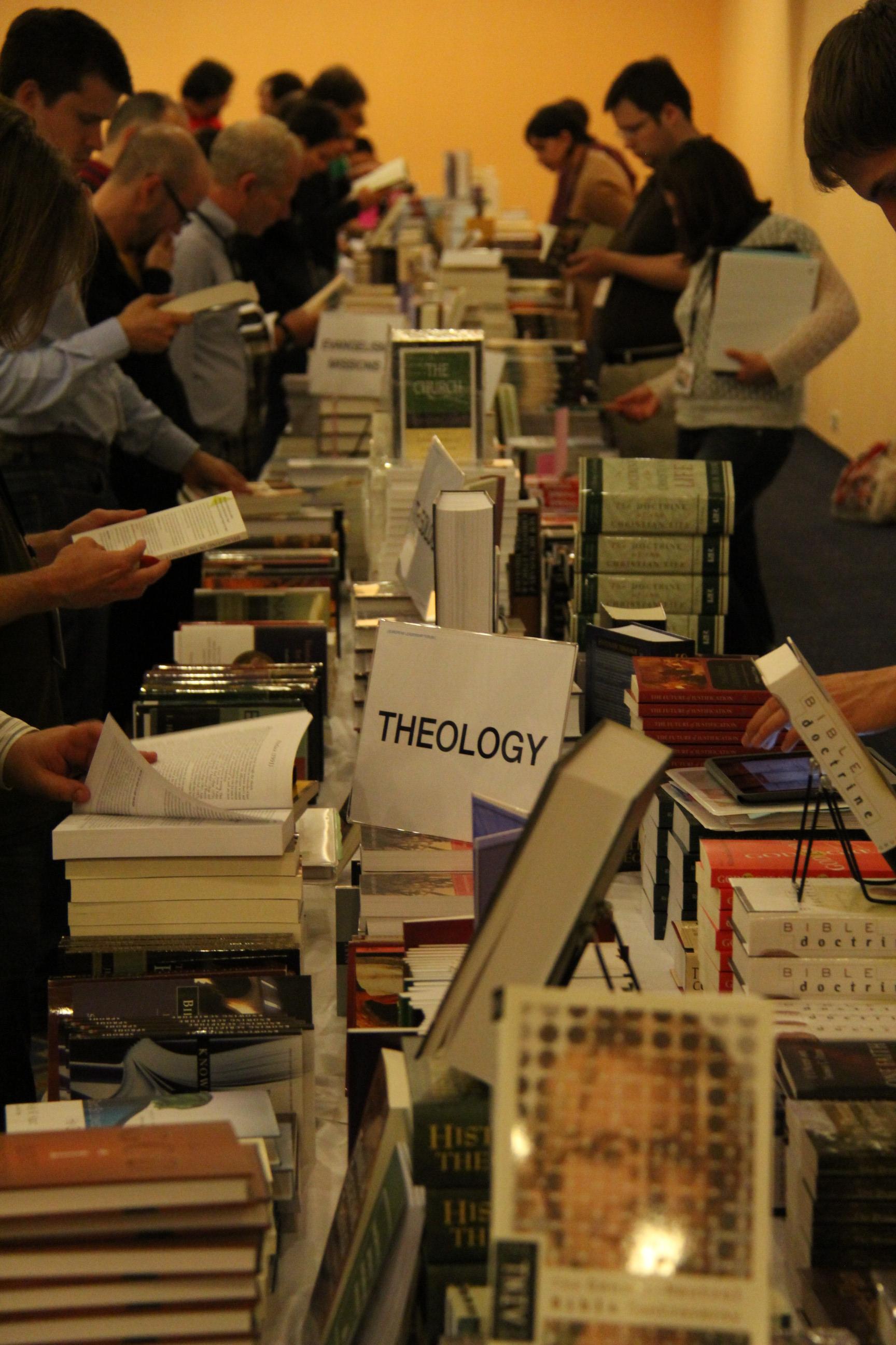 Teológiai könyvek széles választéka volt elérhető, kedvezményesen (Fotó: Horváth Dénes)