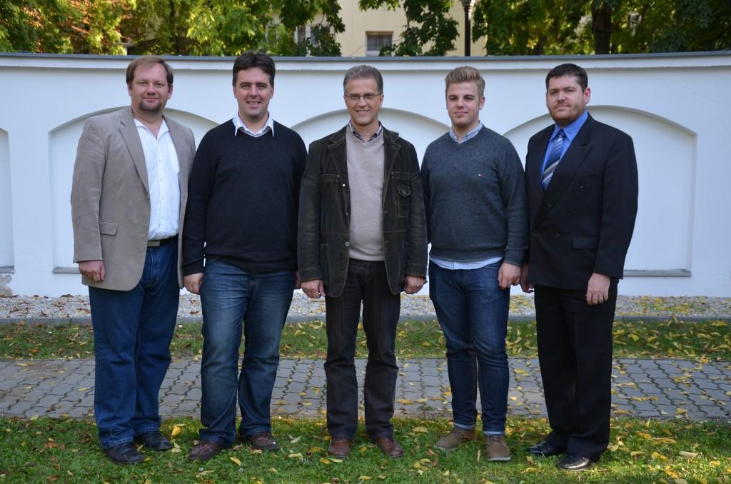 A Szolgatárs szerkesztőinek egy csoportja 2013 őszén Balról jobbra: Nemeshegyi-Horvát György, Sinka Csaba, Heizer Tamás, Hegedűs D. Viktor, dr. Almási Kornél