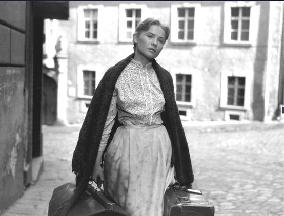 Édes Anna Kosztolányi regényéből Fábry Zoltán készített filmet 1958-ban  Törőcsik Mari főszereplésével
