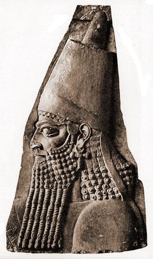 """""""Majd felvonult Asszíria királya (II. Sargon) az egész ország ellen, felvonult Samária ellen, és ostromolta három évig. 6 Hóséa uralkodásának kilencedik évében elfoglalta Asszíria királya Samáriát, Izraelt pedig fogságba hurcolta Asszíriába, és letelepítette őket Halahban és a Hábórnál, Gózán folyójánál, meg a médek városaiban."""" (2Kir 17,5–6.) (Forrás: http://www.ancientreplicas.com/sargon-ii-portrait.html)"""