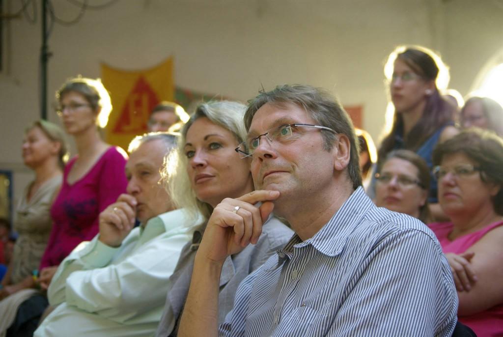 Amikor az előadó figyel másokra (forrás: facebook.com/balatonnet)
